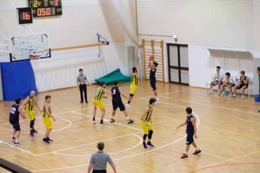 https://www.basketmarche.it/immagini_articoli/17-10-2021/sporting-porto-sant-elpidio-espugna-campo-victoria-fermo-600.jpg