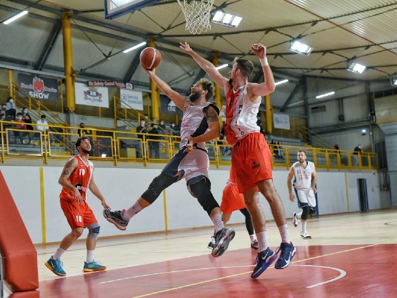 https://www.basketmarche.it/immagini_articoli/17-10-2021/virtus-assisi-firma-impresa-conquista-prima-vittoria-stagionale-600.jpg