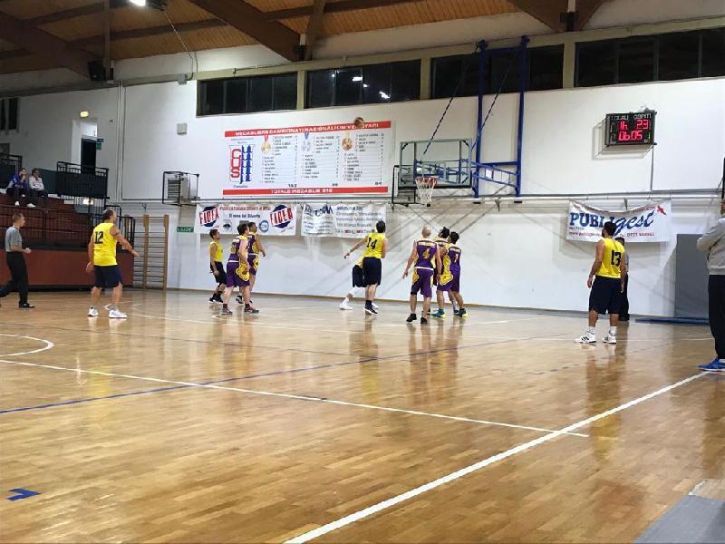 https://www.basketmarche.it/immagini_articoli/17-11-2018/stilla-camerino-ferma-corsa-storm-ubique-ascoli-600.jpg