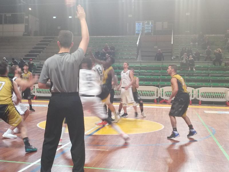 https://www.basketmarche.it/immagini_articoli/17-11-2019/atomika-spoleto-supera-babadook-foresta-rieti-correre-600.jpg