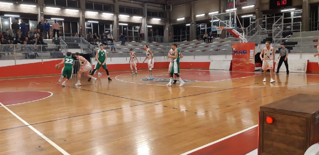 https://www.basketmarche.it/immagini_articoli/17-11-2019/straordinario-marini-punti-guida-basket-gualdo-vittoria-stamura-ancona-600.jpg