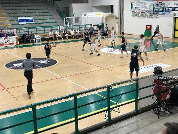https://www.basketmarche.it/immagini_articoli/17-12-2017/d-regionale-antonelli-e-consani-guidano-il-camb-montecchio-alla-vittoria-contro-marotta-270.jpg