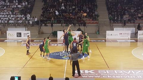 https://www.basketmarche.it/immagini_articoli/17-12-2017/serie-c-silver-il-campetto-ancona-supera-con-autorità-la-sambenedettese-basket-270.jpg