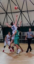 https://www.basketmarche.it/immagini_articoli/17-12-2017/under-14-regionale-l-adriatico-orsal-ancona-vince-il-derby-contro-il-campetto-270.jpg