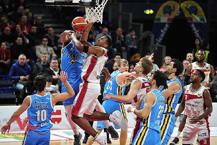 https://www.basketmarche.it/immagini_articoli/17-12-2018/vuelle-pesaro-coach-gall-merito-cremona-difende-tutto-diventa-difficile-600.jpg