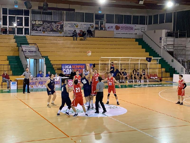 https://www.basketmarche.it/immagini_articoli/18-01-2020/amatori-severino-inaresstabile-campo-sporting-pselpidio-arriva-ottava-fila-600.jpg