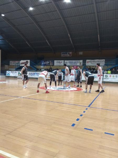 https://www.basketmarche.it/immagini_articoli/18-01-2020/atomika-spoleto-allunga-tempo-espugna-campo-nestor-marsciano-600.jpg