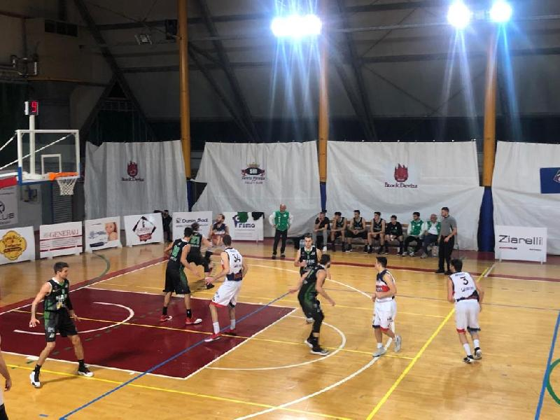 https://www.basketmarche.it/immagini_articoli/18-01-2020/grande-esordio-genjac-basta-virtus-assisi-cade-casa-magic-basket-chieti-600.jpg