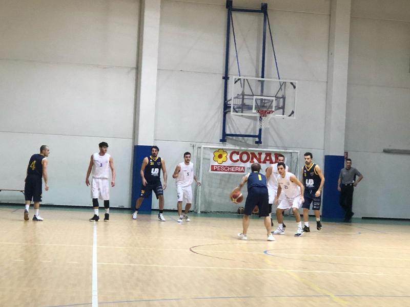 https://www.basketmarche.it/immagini_articoli/18-01-2020/senigallia-basket-2020-supera-castelfidardo-conquista-decima-vittoria-fila-600.jpg