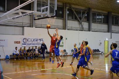 https://www.basketmarche.it/immagini_articoli/18-02-2017/prima-divisione-b-il-polverigi-basket-supera-i-giovani-dell-adriatico-ancona-270.jpg