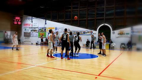 https://www.basketmarche.it/immagini_articoli/18-02-2018/serie-c-silver-gare-della-domenica-la-vigor-matelica-espugna-urbania-270.jpg