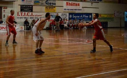 https://www.basketmarche.it/immagini_articoli/18-02-2018/serie-c-silver-terza-vittoria-consecutiva-per-il-basket-maceratese-sul-campo-dei-brown-sugar-fabriano-270.jpg