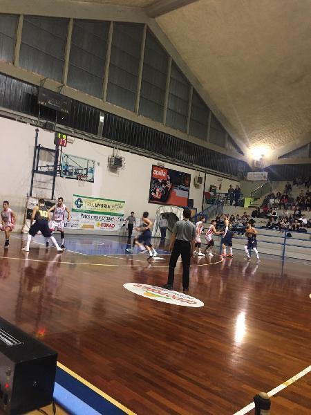 https://www.basketmarche.it/immagini_articoli/18-02-2019/colpo-grosso-orvieto-basket-capolista-recanati-posto-conquistato-600.jpg