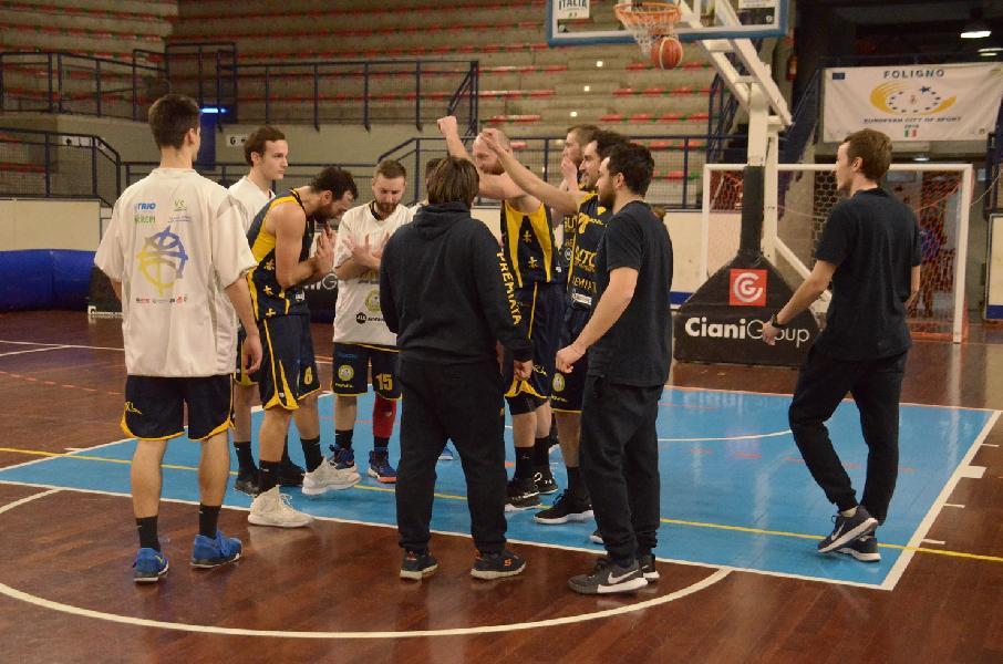 https://www.basketmarche.it/immagini_articoli/18-02-2019/sutor-coach-ciarpella-abbiamo-reagito-inizio-negativo-conquistata-vittoria-importante-600.jpg