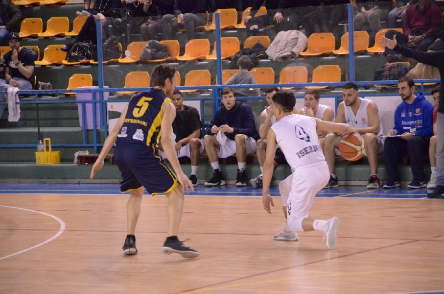 https://www.basketmarche.it/immagini_articoli/18-03-2019/isernia-basket-centra-terza-vittoria-consecutiva-scala-classifica-600.jpg