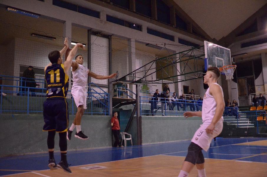 https://www.basketmarche.it/immagini_articoli/18-03-2019/sutor-montegranaro-opaca-mani-vuote-isernia-600.jpg
