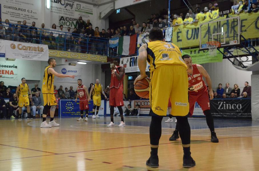 https://www.basketmarche.it/immagini_articoli/18-04-2019/gold-playoff-gara-sutor-lanciano-conquistano-semifinale-chieti-pareggia-conti-600.jpg