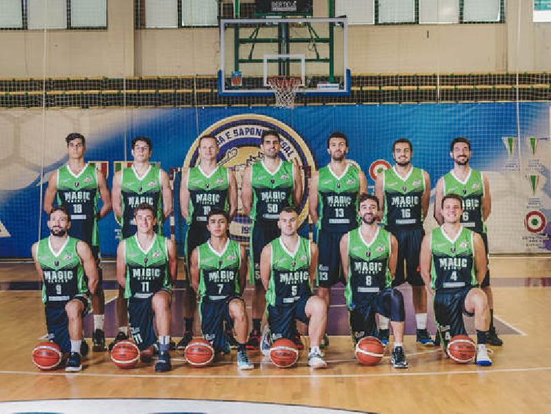 https://www.basketmarche.it/immagini_articoli/18-04-2019/gold-playoff-magic-basket-chieti-passa-campo-bramante-pesaro-pareggia-conti-600.jpg