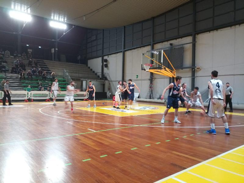 https://www.basketmarche.it/immagini_articoli/18-04-2019/playoff-atomika-spoleto-supera-basket-gubbio-dopo-supplementare-pareggia-conti-600.jpg