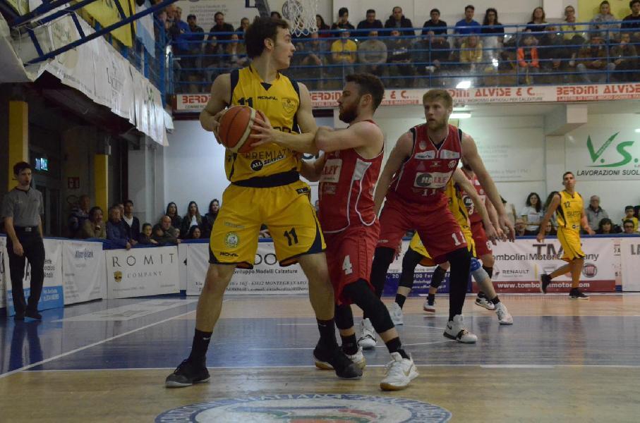 https://www.basketmarche.it/immagini_articoli/18-04-2019/playoff-strepitoso-temperini-trascina-sutor-montegranaro-semifinale-600.jpg