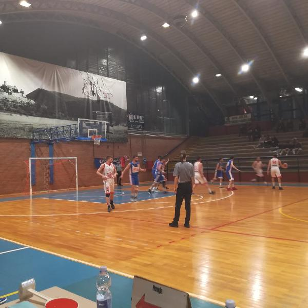 https://www.basketmarche.it/immagini_articoli/18-04-2019/playout-giromondo-spoleto-espugna-perugia-conquista-bella-600.jpg