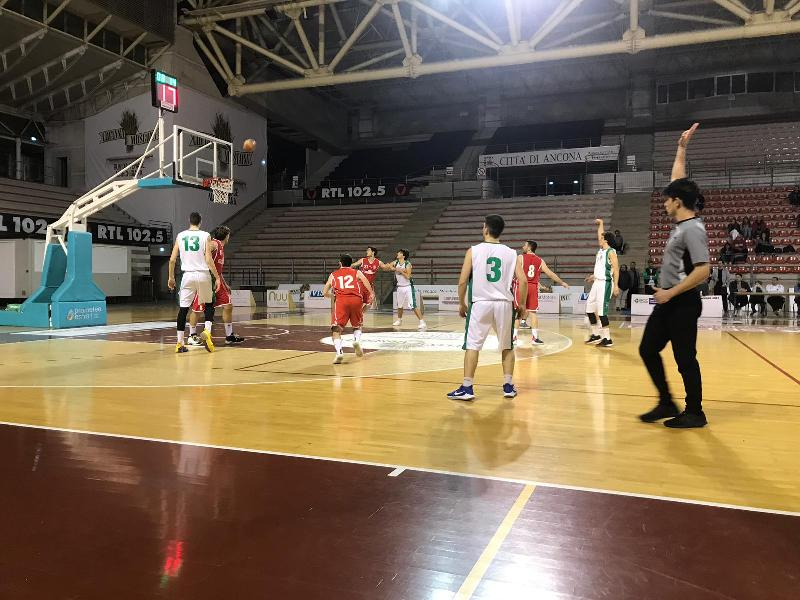 https://www.basketmarche.it/immagini_articoli/18-04-2019/playout-stamura-ancona-supera-amatori-severino-conquista-bella-600.jpg