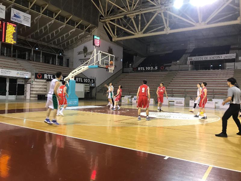 https://www.basketmarche.it/immagini_articoli/18-04-2019/regionale-playout-gara-fano-senigallia-salve-stamura-conquista-bella-600.jpg