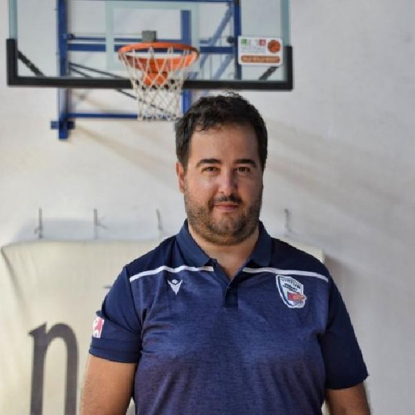 https://www.basketmarche.it/immagini_articoli/18-04-2021/calde-casa-virtus-civitanova-coach-emanuele-mazzalupi-esonero-600.jpg