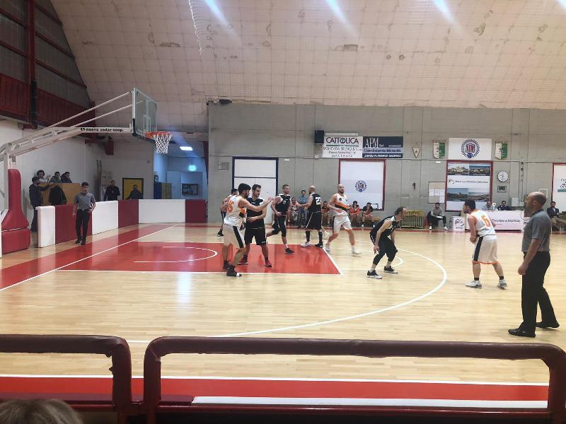 https://www.basketmarche.it/immagini_articoli/18-05-2019/promozione-playoff-conero-passa-campo-independiente-macerata-vola-finale-600.jpg