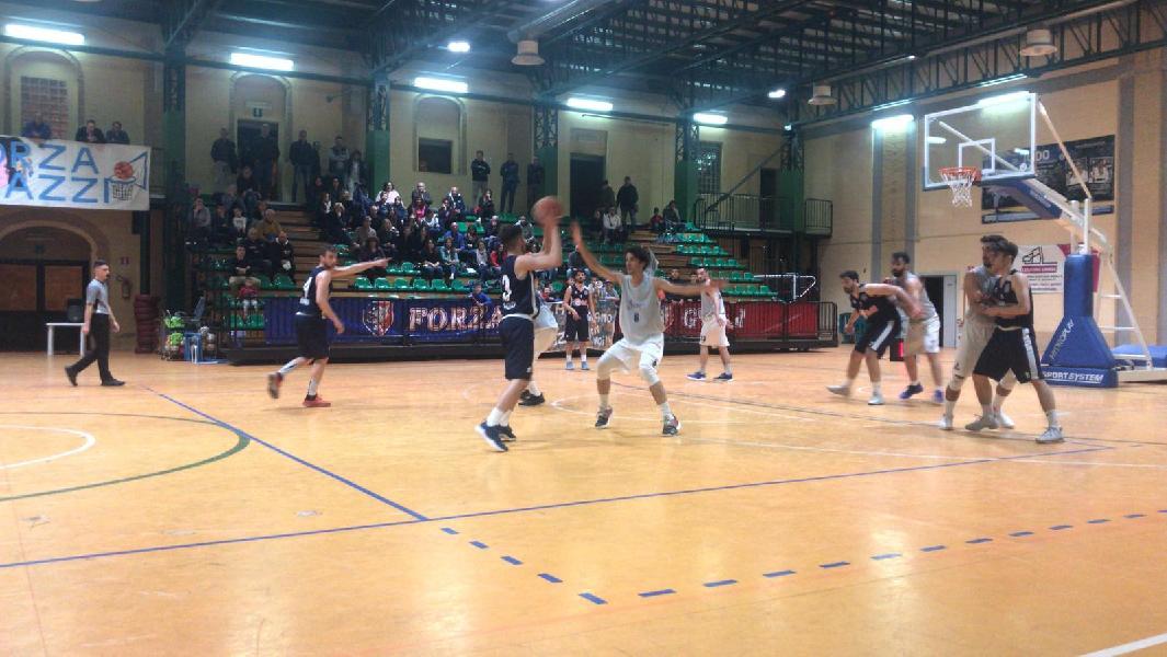 https://www.basketmarche.it/immagini_articoli/18-05-2019/regionale-umbria-finals-basket-spello-sioux-supera-basket-gubbio-600.jpg