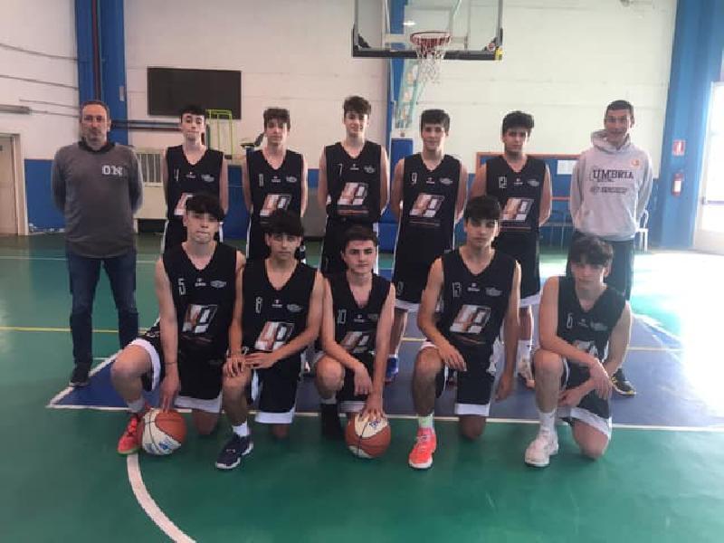 https://www.basketmarche.it/immagini_articoli/18-05-2021/gold-basket-todi-espugna-campo-giromondo-spoleto-600.jpg