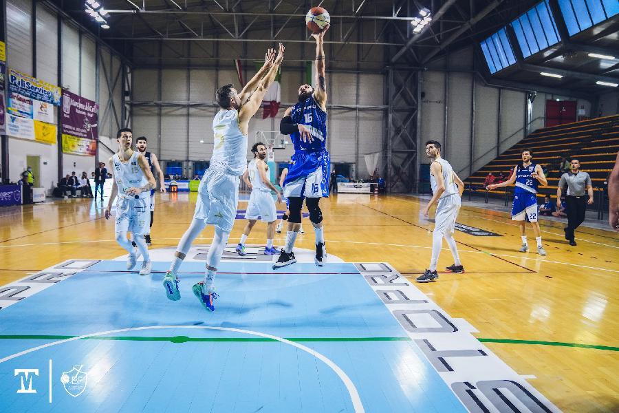 https://www.basketmarche.it/immagini_articoli/18-05-2021/playoff-janus-fabriano-riscatta-batte-nettamente-partenope-sant-antimo-600.jpg