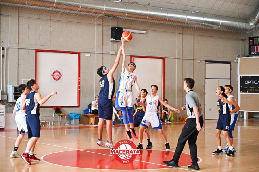 https://www.basketmarche.it/immagini_articoli/18-05-2021/regionale-basket-macerata-supera-porto-giorgio-basket-600.jpg