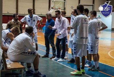 https://www.basketmarche.it/immagini_articoli/18-06-2017/serie-c-silver-spareggi-coach-aniello-janus-fabriano-soddisfazione-immensa-la-dedico-alla-squadra-ed-alla-citta--270.jpg