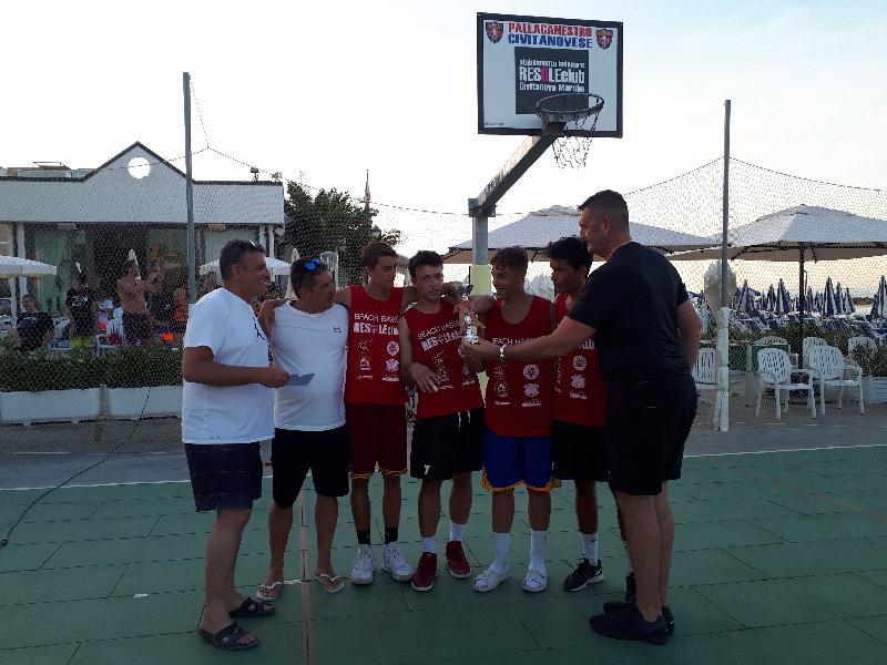 https://www.basketmarche.it/immagini_articoli/18-06-2019/grande-successo-torneo-3vs3-senior-organizzato-pallacanestro-civitanovese-600.jpg