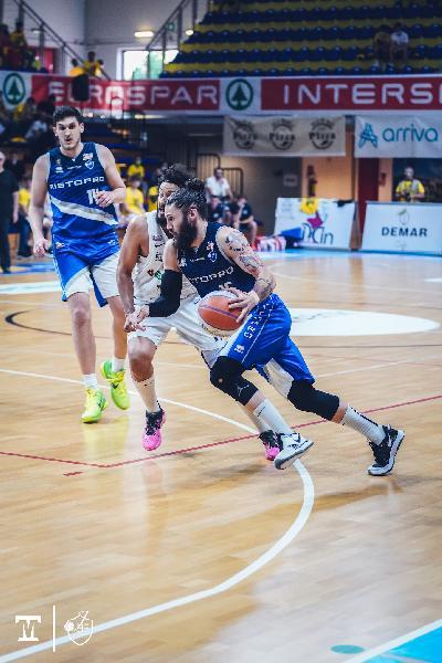 https://www.basketmarche.it/immagini_articoli/18-06-2021/finale-tripla-battistini-beffa-janus-fabriano-cividale-conquista-600.jpg