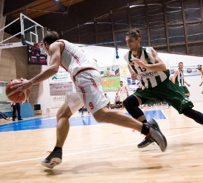 https://www.basketmarche.it/immagini_articoli/18-07-2019/ufficiale-pisaurum-fossombrone-riccardo-ravaioli-firma-basket-lugo-600.jpg