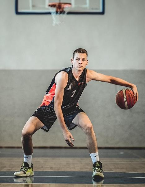 https://www.basketmarche.it/immagini_articoli/18-08-2021/janus-fabriano-academy-boys-fabriano-rinforzano-arrivo-lettone-kristaps-stupelis-600.jpg