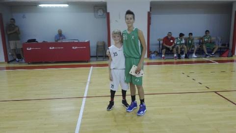 https://www.basketmarche.it/immagini_articoli/18-09-2017/giovanili-bel-pomeriggio-di-sport-per-la-robur-family-osimo-e-la-valdambra-valdarno-sporting-270.jpg