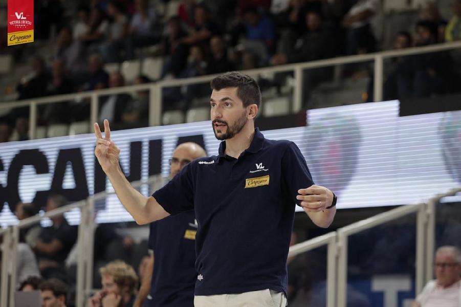 https://www.basketmarche.it/immagini_articoli/18-09-2019/pesaro-coach-perego-impegno-squadra-dobbiamo-meritarci-stare-pesaro-600.jpg