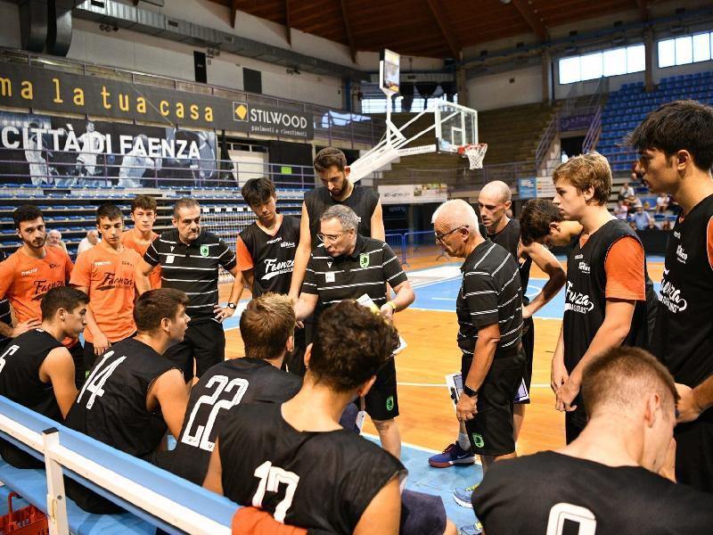 https://www.basketmarche.it/immagini_articoli/18-09-2019/sinermatic-ozzano-passa-campo-rekico-faenza-600.jpg