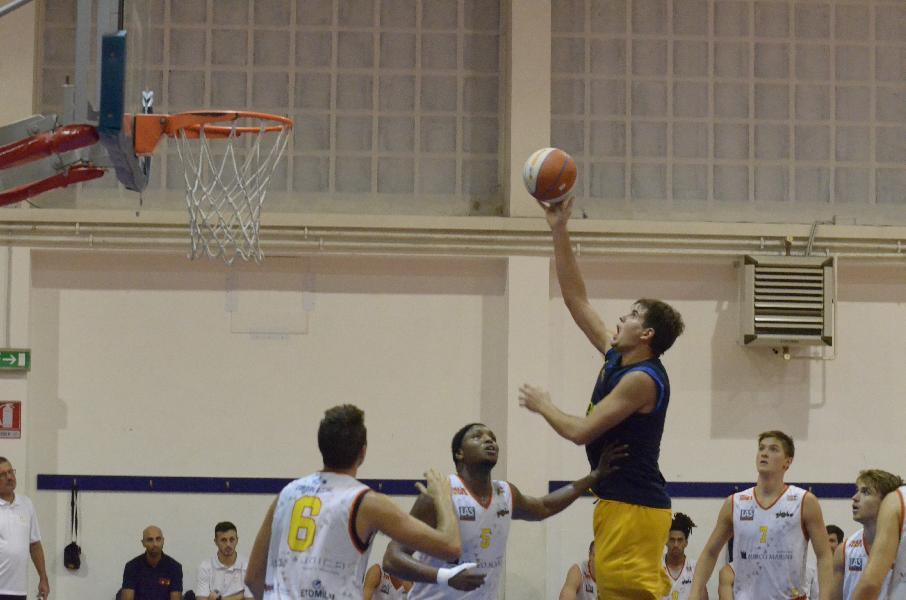 https://www.basketmarche.it/immagini_articoli/18-09-2019/sutor-montegranaro-piena-assenze-lotta-pari-campo-giulianova-basket-600.jpg