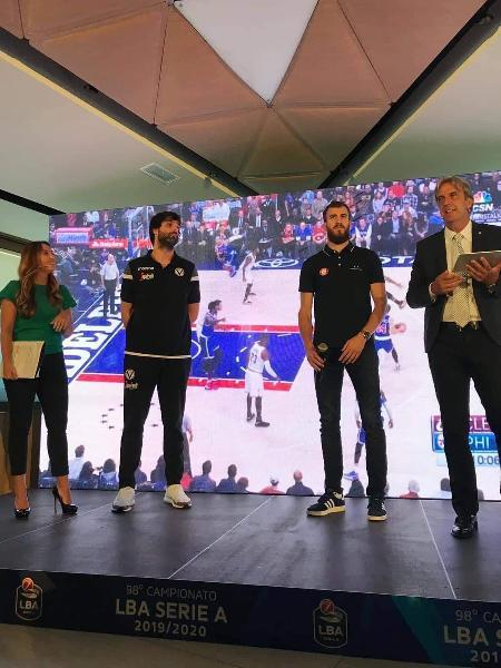 https://www.basketmarche.it/immagini_articoli/18-09-2019/virtus-bologna-milos-teodosic-salter-esordio-campionato-virtus-roma-600.jpg