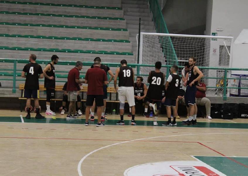 https://www.basketmarche.it/immagini_articoli/18-09-2021/montecchio-sport-spunta-volata-amichevole-equilibrata-basket-giovane-pesaro-600.jpg