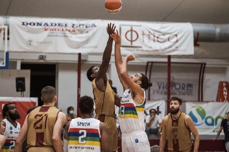 https://www.basketmarche.it/immagini_articoli/18-09-2021/supercoppa-janus-fabriano-riscatta-espugna-campo-pallacanestro-nard-600.jpg