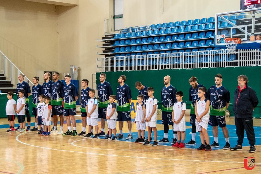 https://www.basketmarche.it/immagini_articoli/18-10-2019/lucky-wind-foligno-sfida-magic-basket-chieti-palio-primo-posto-girone-600.jpg