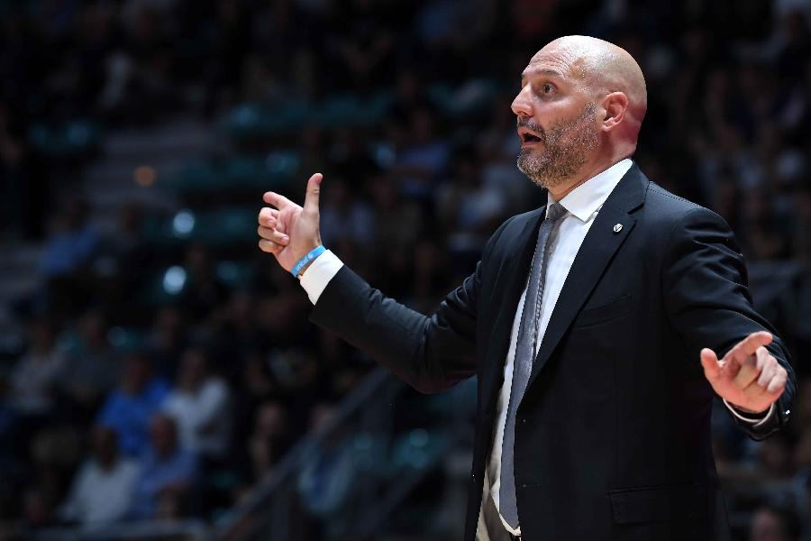 https://www.basketmarche.it/immagini_articoli/18-10-2019/virtus-bologna-coach-djordjevic-varese-forte-competitiva-fondamentale-spinta-nostri-tifosi-600.jpg