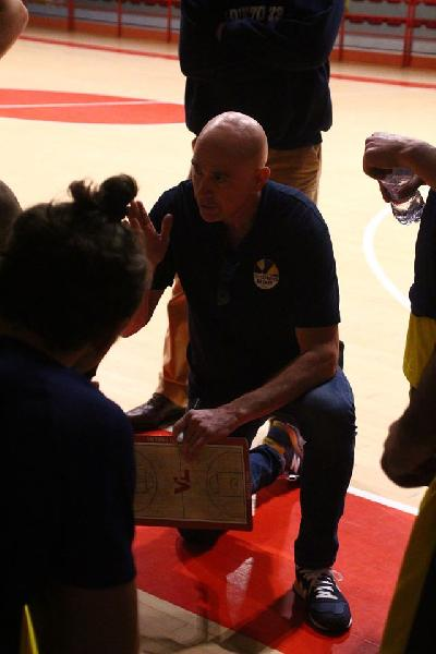 https://www.basketmarche.it/immagini_articoli/18-10-2020/loreto-pesaro-coach-mancini-stata-buona-amichevole-ancora-tanto-fare-600.jpg
