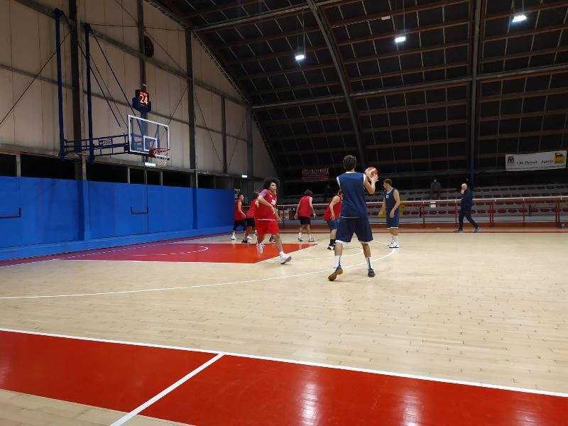 https://www.basketmarche.it/immagini_articoli/18-10-2020/pallacanestro-acqualagna-supera-buon-loreto-pesaro-amichevole-600.jpg