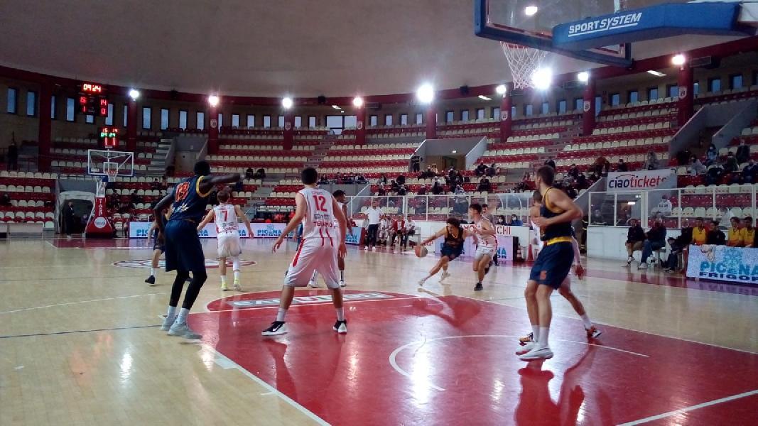 https://www.basketmarche.it/immagini_articoli/18-10-2020/supercoppa-teramo-spicchi-derby-giulia-basket-600.jpg